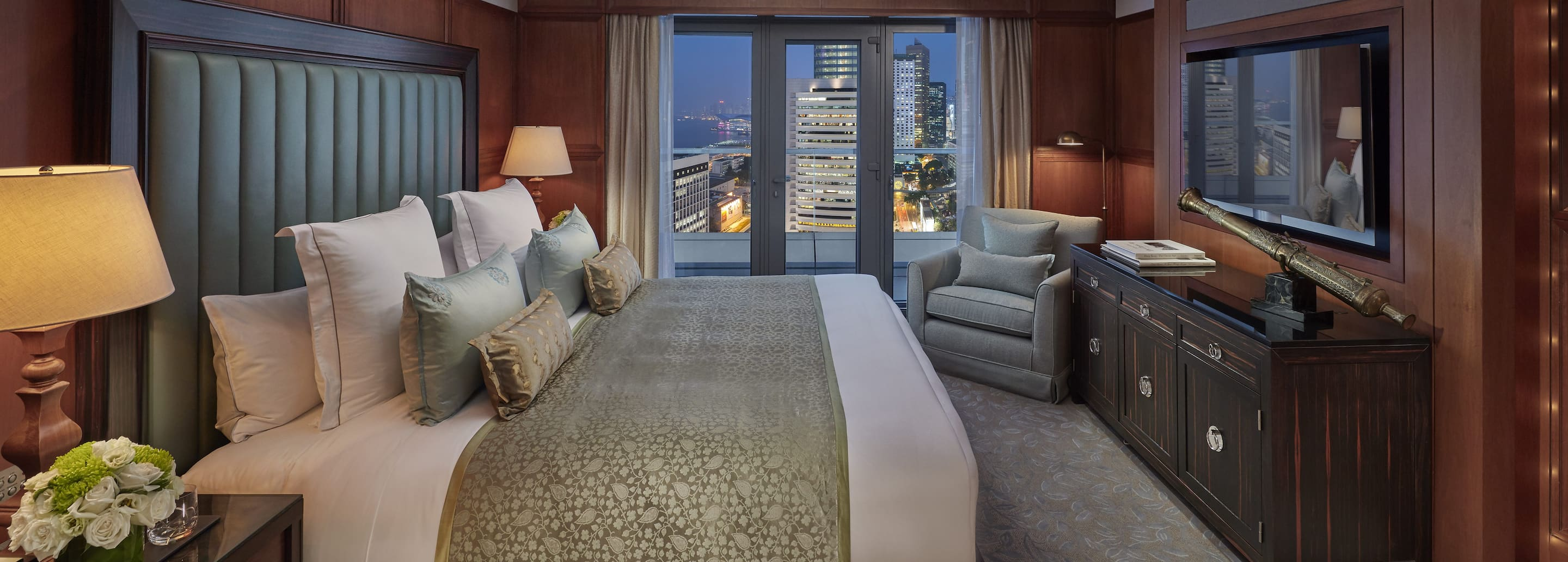 Luxury Accommodations In Central | Mandarin Oriental, Hong Kong