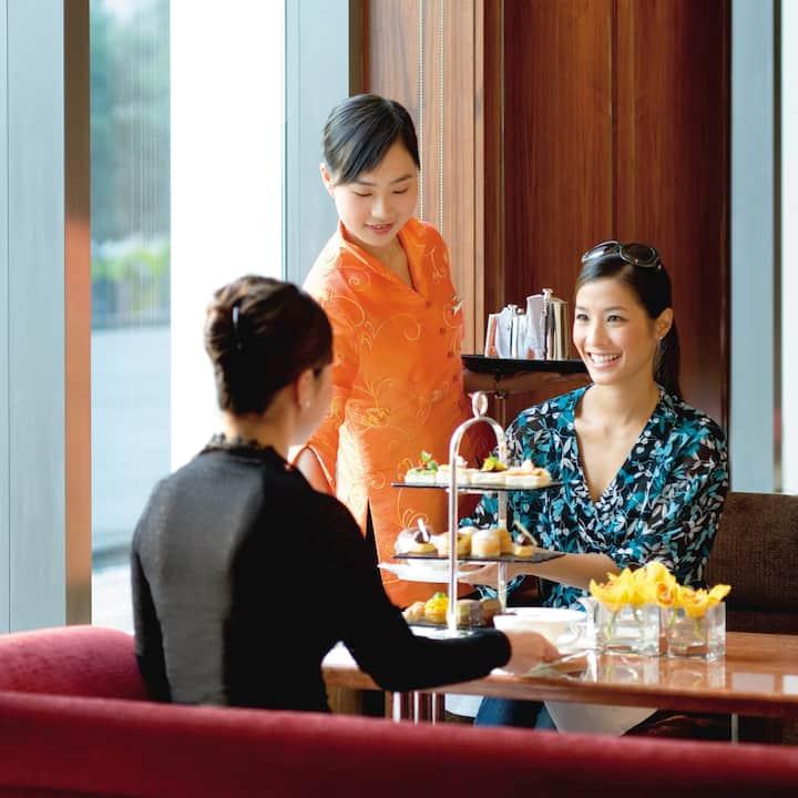 clipper lounge at mandarin oriental, hong kong
