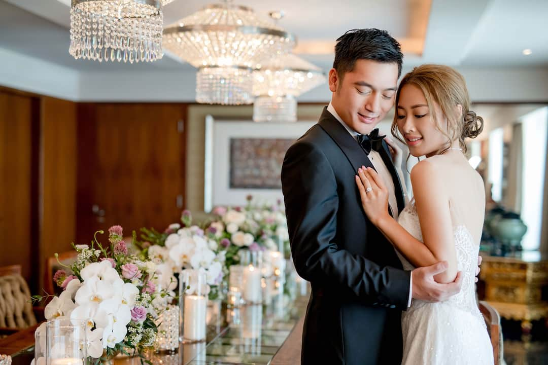 wedding couple in function room at mandarin oriental, hong kong