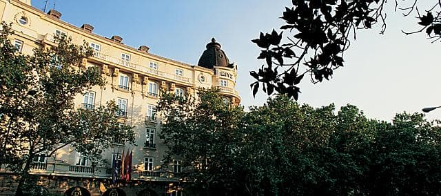 hotel Ritz exterior render
