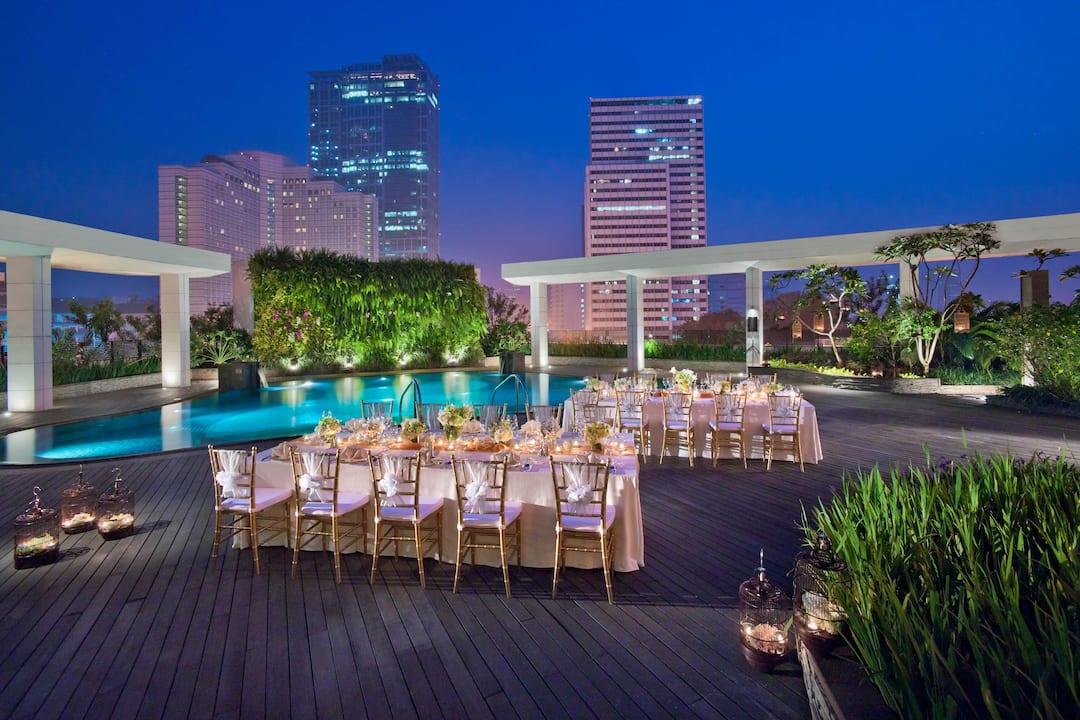 outdoor wedding set up at mandarin oriental, jakarta