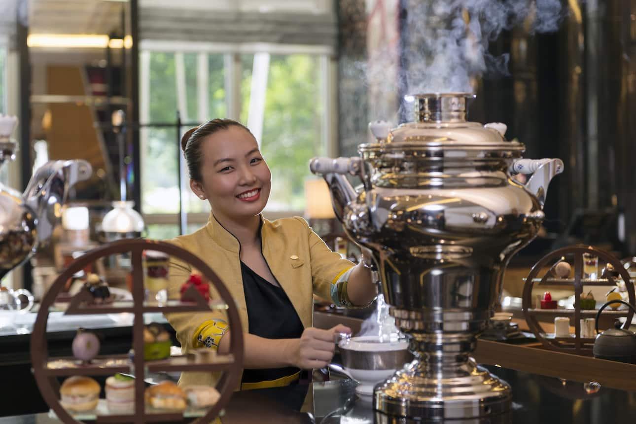 kuala lumpur waitress at lounge