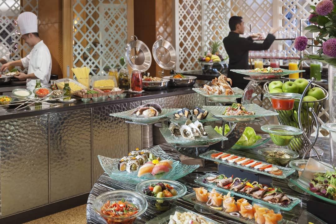buffet at club lounge at mandarin oriental, kuala lumpur