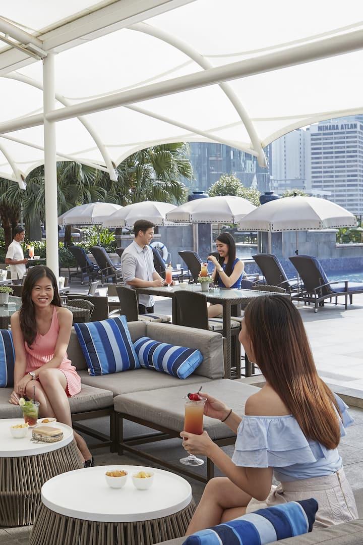 pool bar at mandarin oriental, kuala lumpur