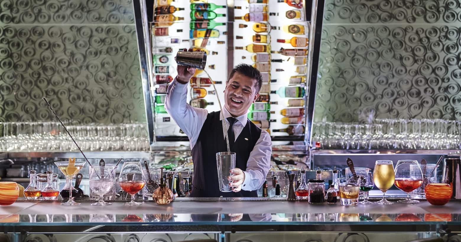 bartender in mo bar