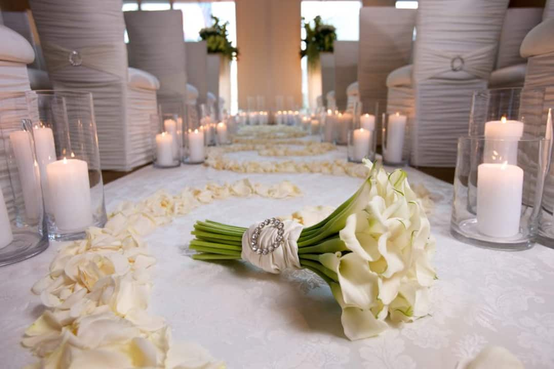 wedding flower on dinign table