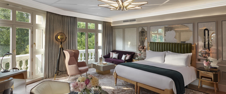 Luxury Accommodations Near Hyde Park