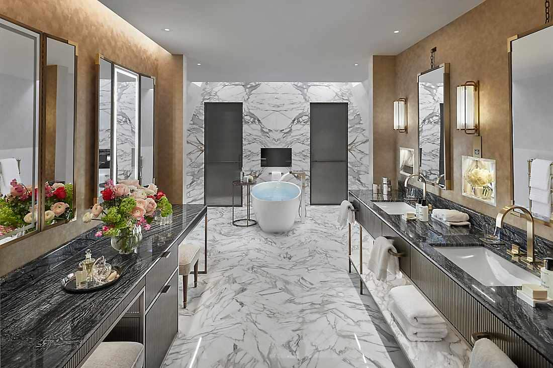 Oriental Penthouse bathroom