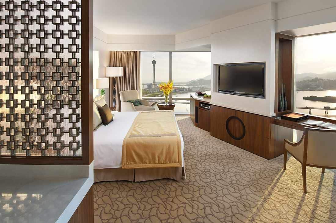luxury accommodations in one central mandarin oriental macau. Black Bedroom Furniture Sets. Home Design Ideas
