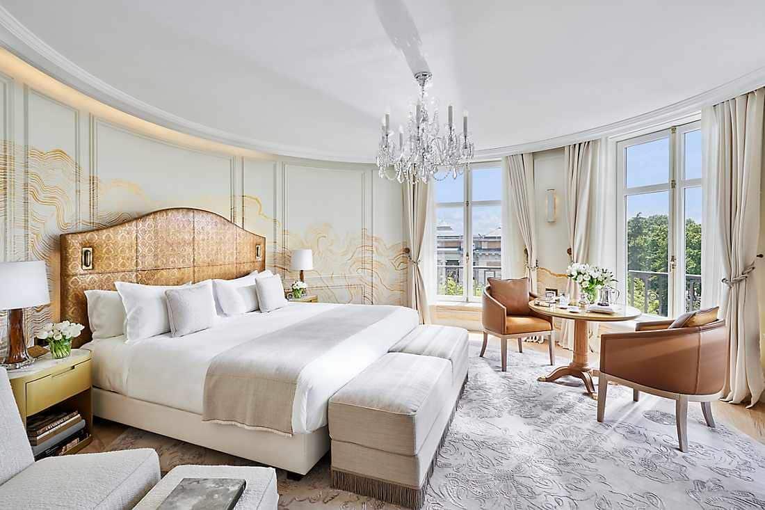 Mandarin_Oriental_Ritz_Madrid_Suite_bedroom