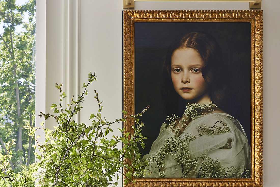 royal suite wardrobe painting