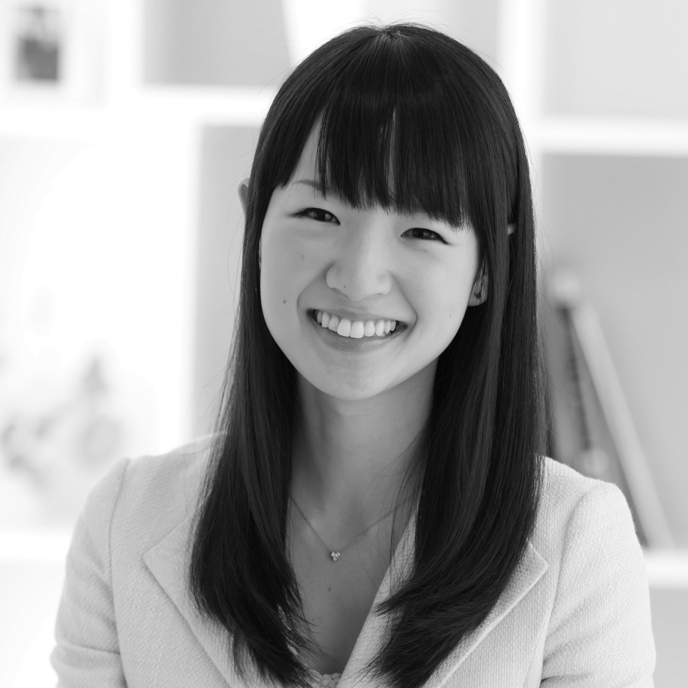 marie kondo s suitecase packing masterclass. Black Bedroom Furniture Sets. Home Design Ideas