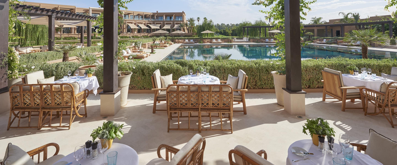 D ner en plein air pool garden h tel mandarin oriental for Pool garden marina mandarin