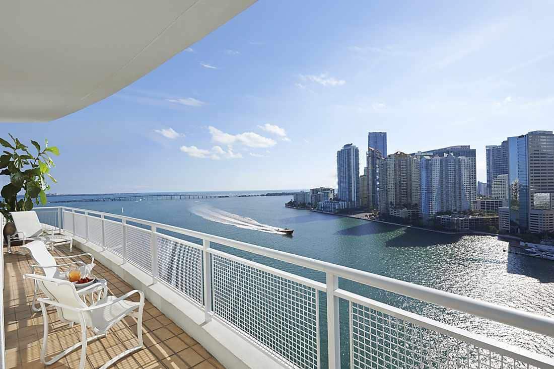 mandarin suite balcony