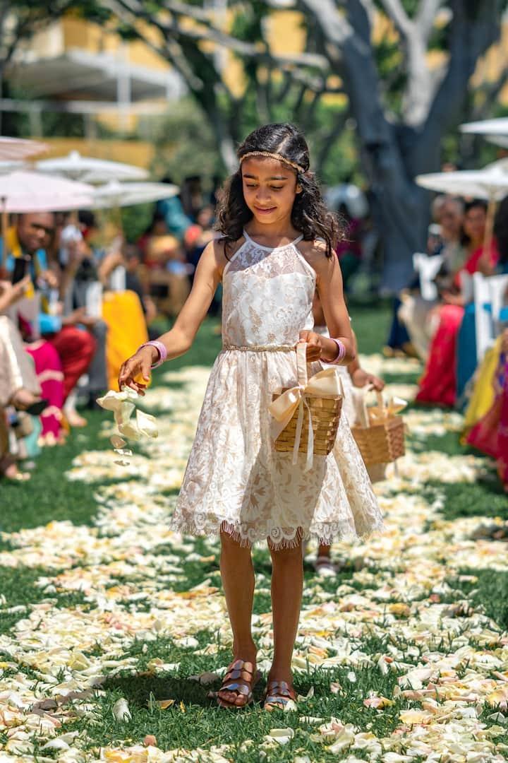 flower girl in the wedding