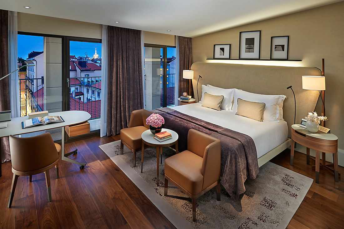 Luxury Accommodations Near La Scala Mandarin Oriental Milan