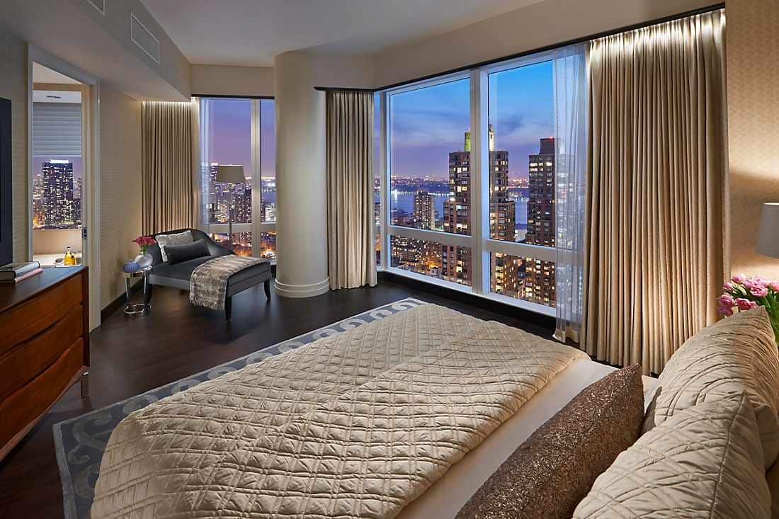 Suite 5000 bedroom