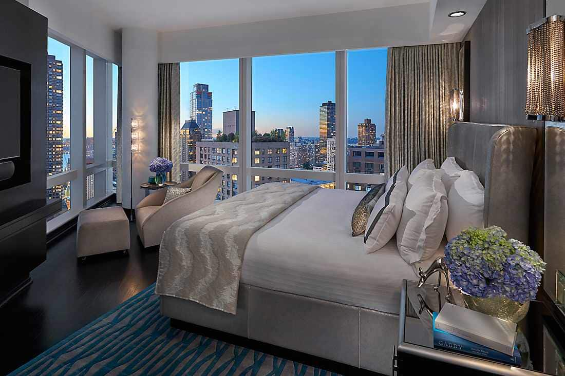 Hudson River View Suite bed