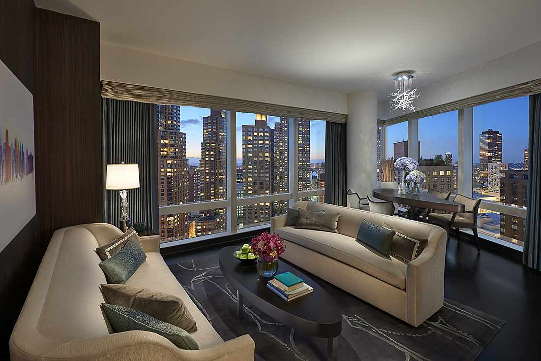 Hudson River View Suite living room
