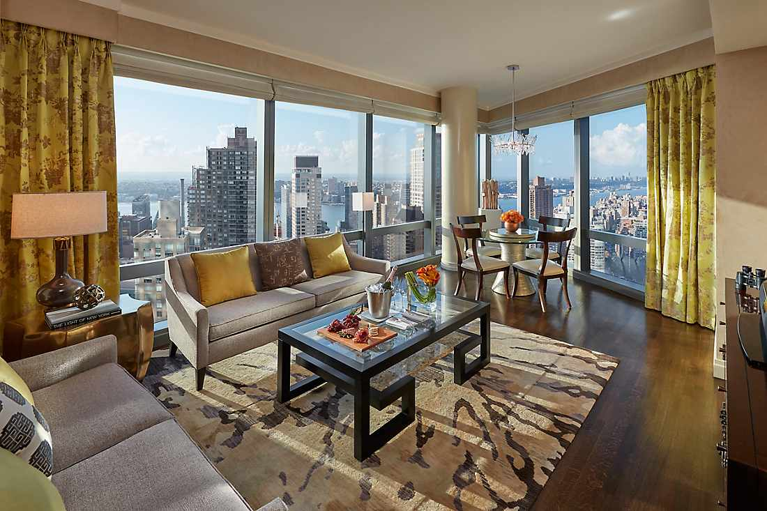 New York Skyline Suite living room