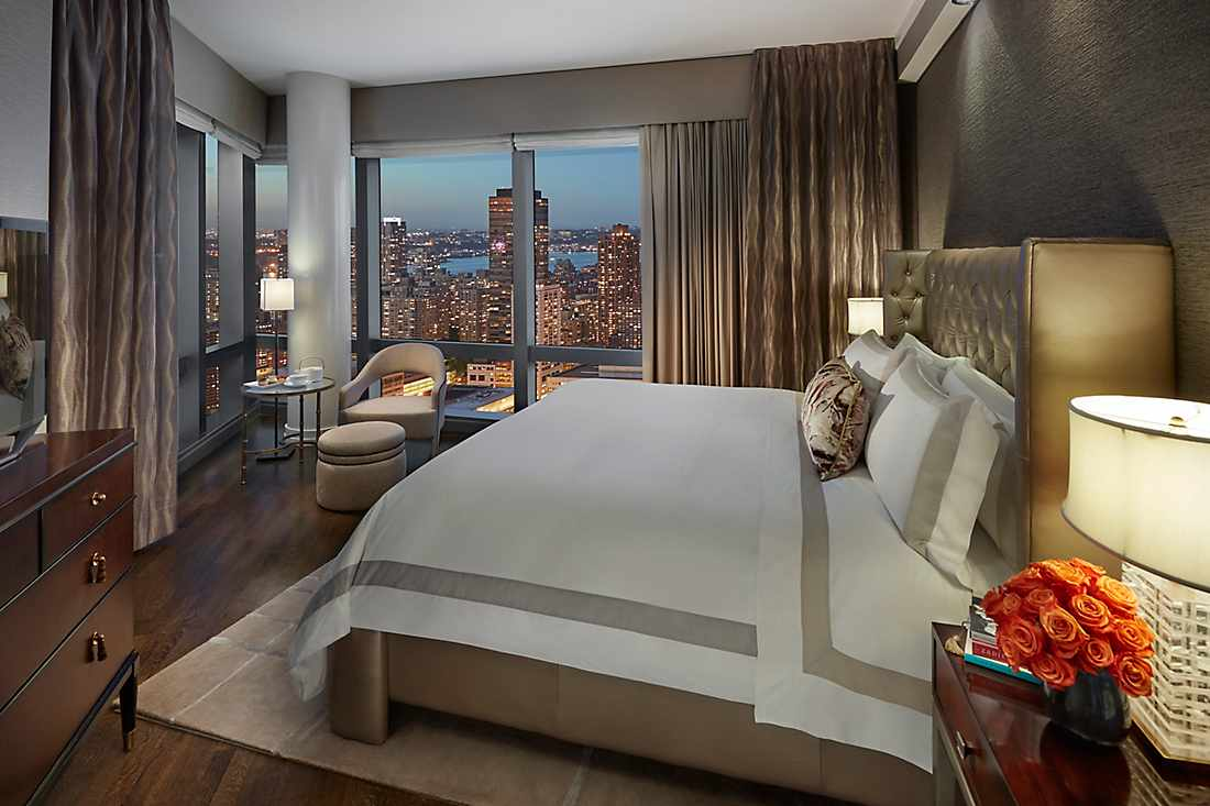 New York Skyline Suite master bedroom
