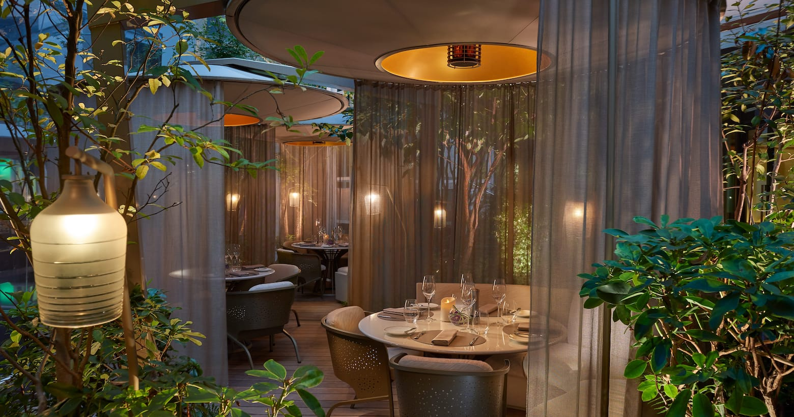 fine dining in paris 5 star restaurants in paris mandarin oriental paris. Black Bedroom Furniture Sets. Home Design Ideas