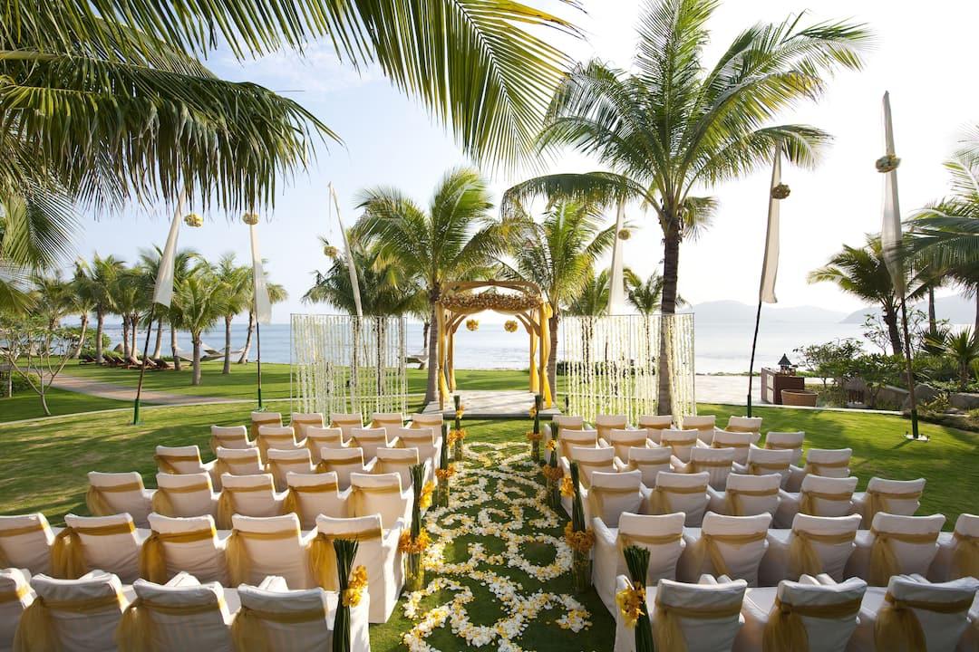 outdoor wedding venue at mandarin oriental, sanya