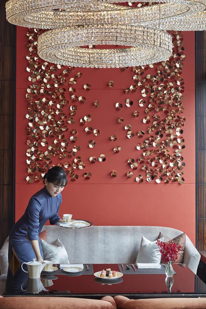 singapore family friendly hotel mandarin oriental hotel. Black Bedroom Furniture Sets. Home Design Ideas