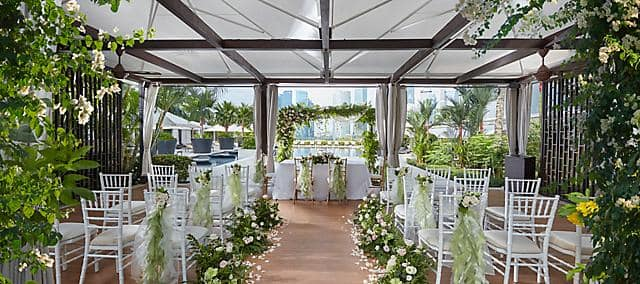 Luxury wedding reception venue marina bay hotel for Small private wedding venues