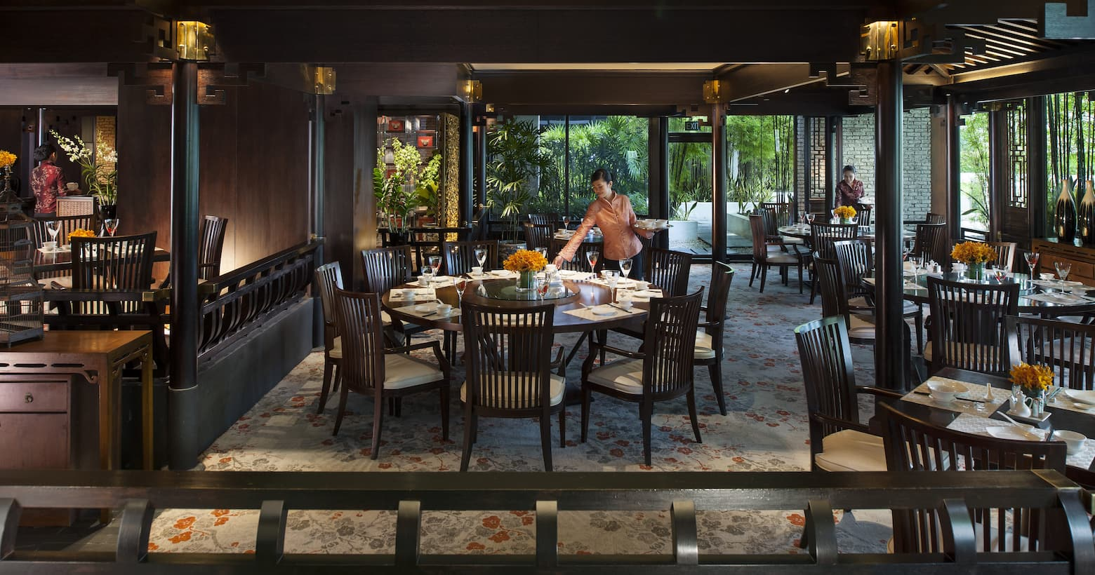Fine dining singapore mandarin oriental singapore for Pool garden marina mandarin