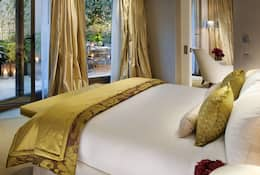 Bed in the premier suite at Mandarin Oriental, Paris