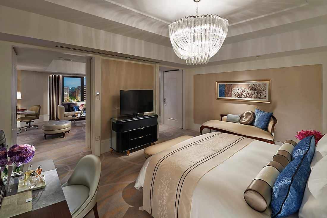 club boulevard bedroom