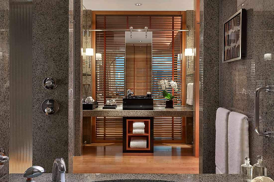 Deluxe Premier Room bathroom in vertical view