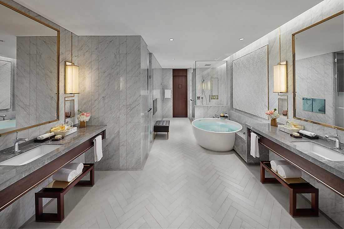 mandarin suite bathroom