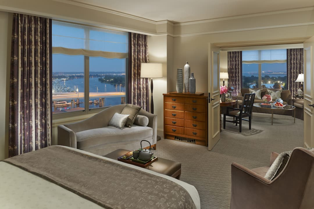 diplomatic suite bedroom with views