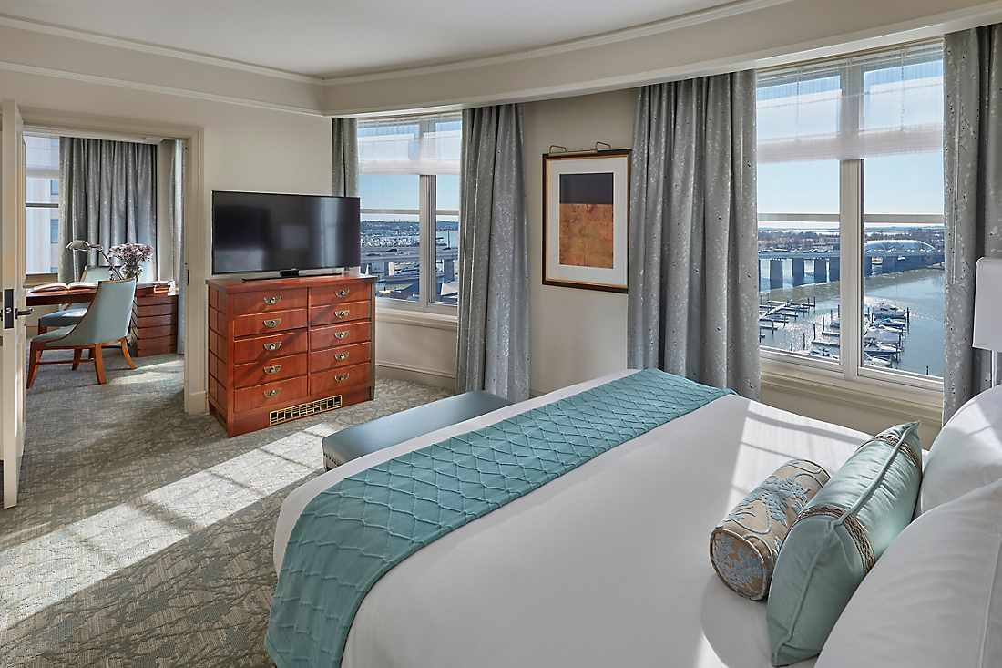 executive water view suite
